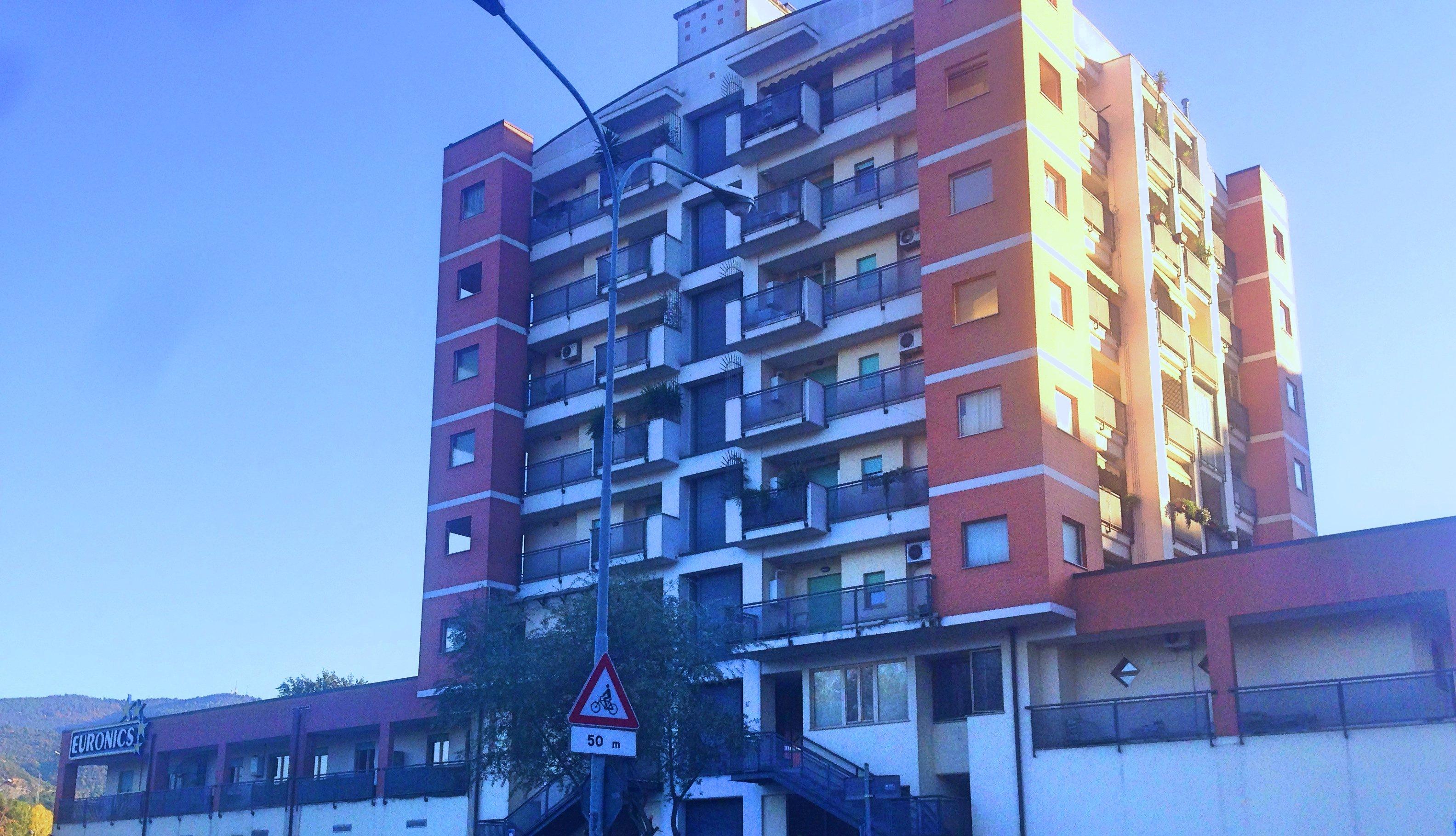 Palazzina adiacente Euronics, Terni